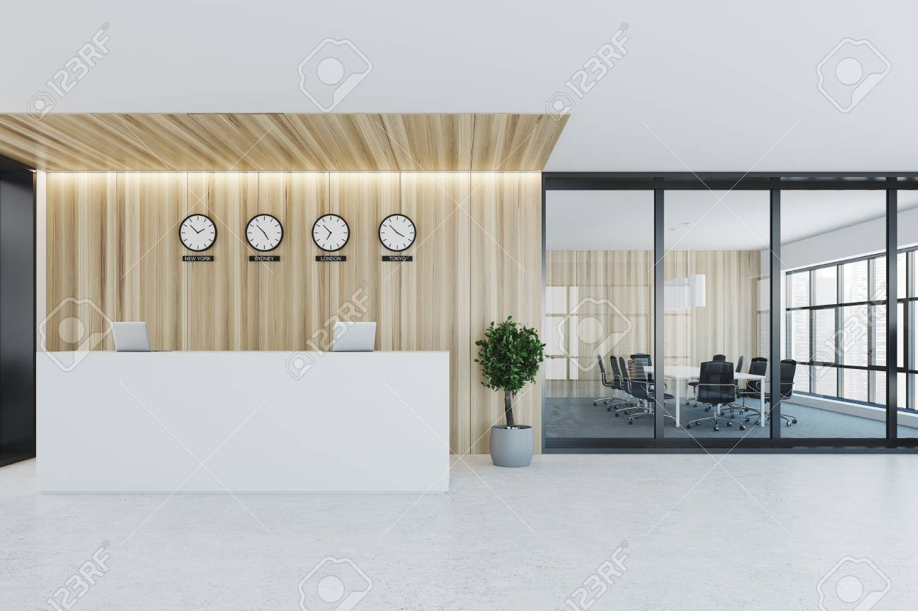 Mostrador De Oficina.Oficina De Pared De Madera Y Vidrio Con Un Mostrador De Recepcion