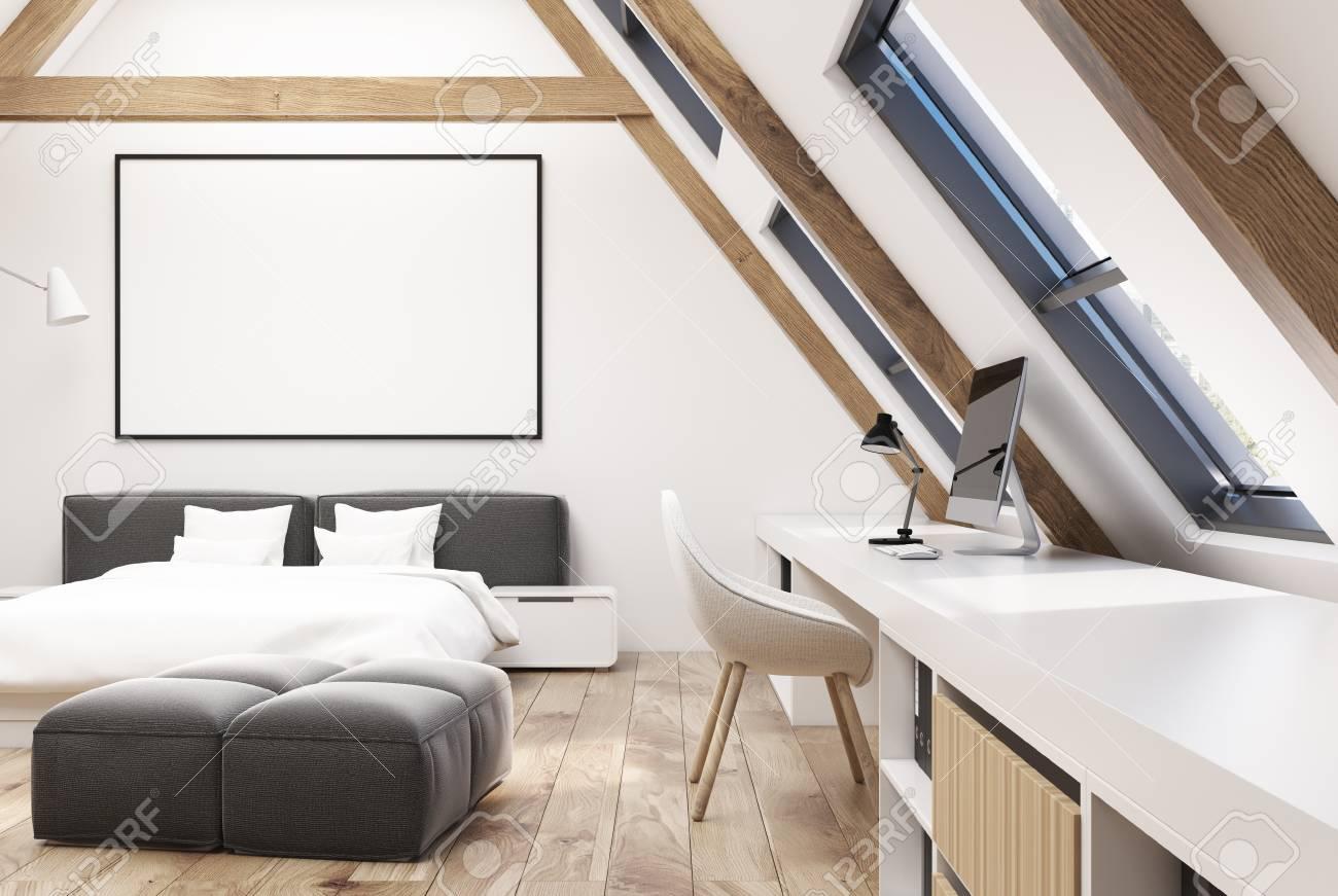 Intérieur De Chambre à Coucher Grenier Blanc Avec Un Plancher En Bois, Des  Fenêtres Dans Le Toit, Un Lit Double Avec Une Literie Blanche Et Des Tables  De ...