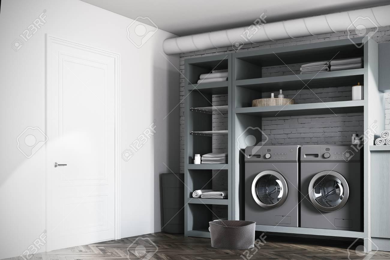 Intérieur De La Buanderie Moderne Avec Des Murs Blancs Et En Briques ...