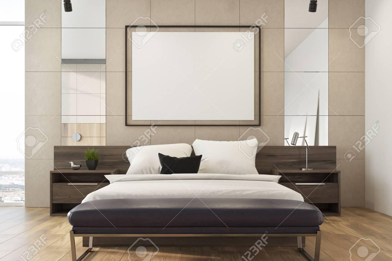 Intérieur de chambre en mezzanine beige avec un lit double, plusieurs  tables de chevet et une affiche encadrée horizontale au mur. Rendu 3d  maquette