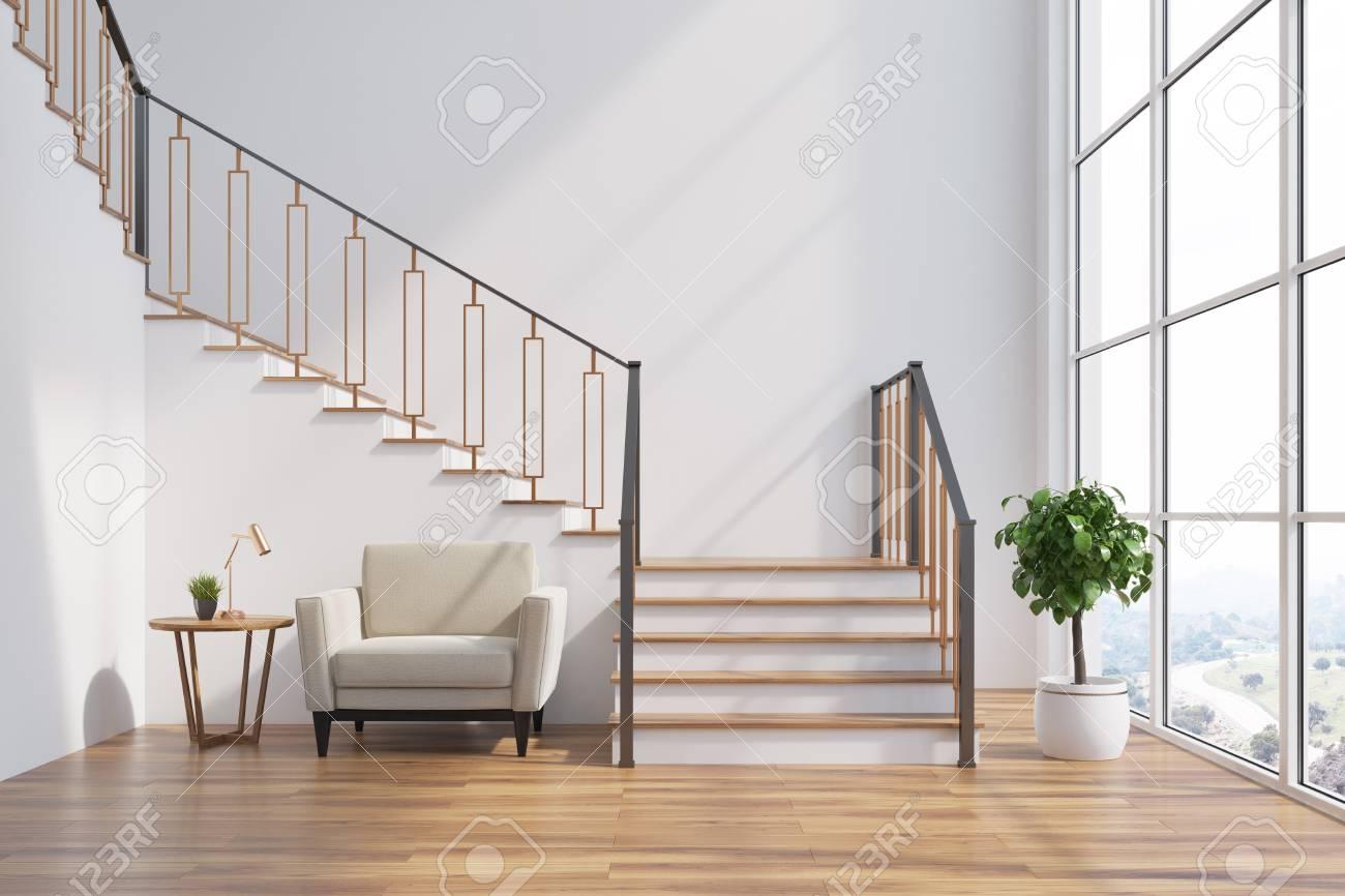 weißer wohnzimmerinnenraum mit einem treppenhaus, einem weißen