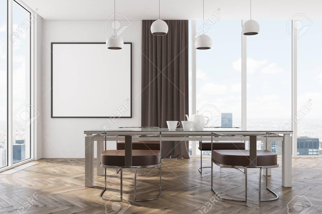 Interior Blanco Del Comedor Con Ventanas Panorámicas, Cortinas ...