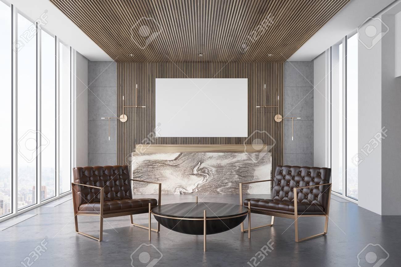 Sol En Beton Interieur intérieur de bureau gris et bois avec un sol en béton et un comptoir de  réception en marbre et en bois. il y a une affiche horizontale sur le mur.