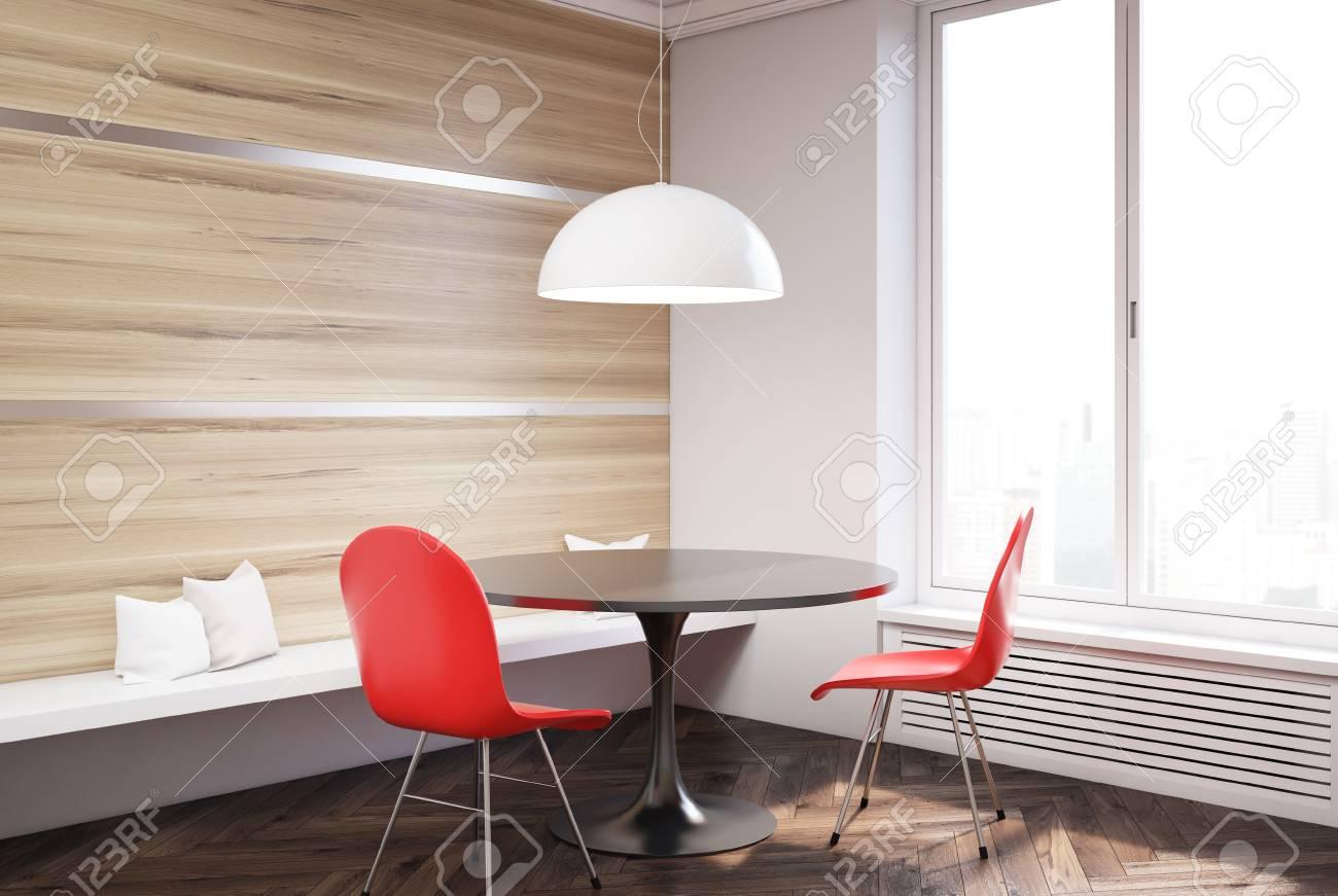 Gros Plan D Une Table Ronde Avec Des Chaises Rouges Debout Dans Une