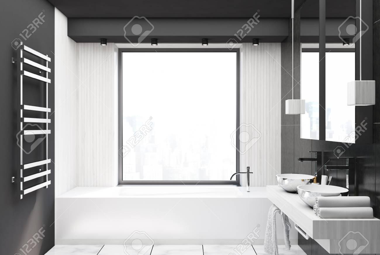 Interieur De Salle De Bain En Bois Gris Et Blanc Avec Un Sol En