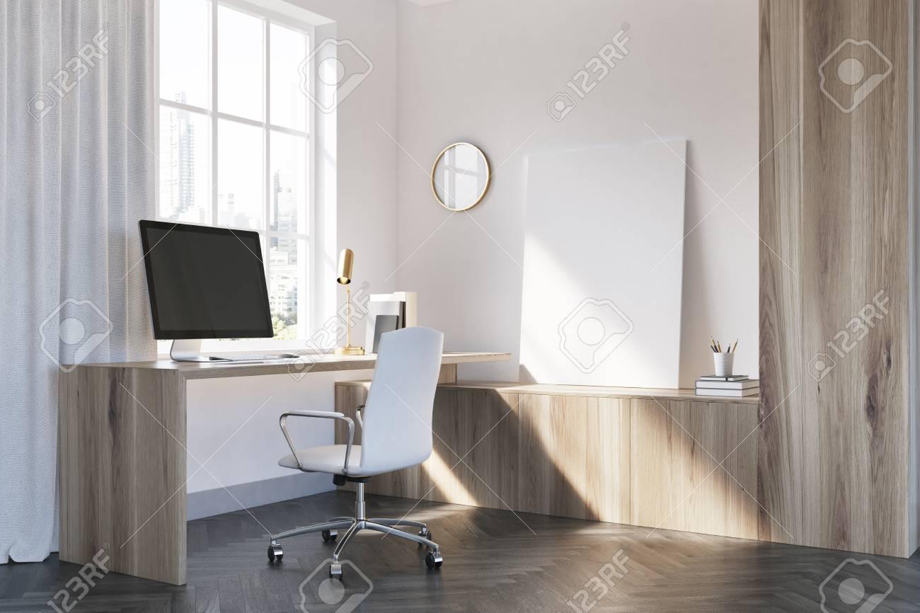 Coin bureau blanc et bois avec un sol en béton une table en bois