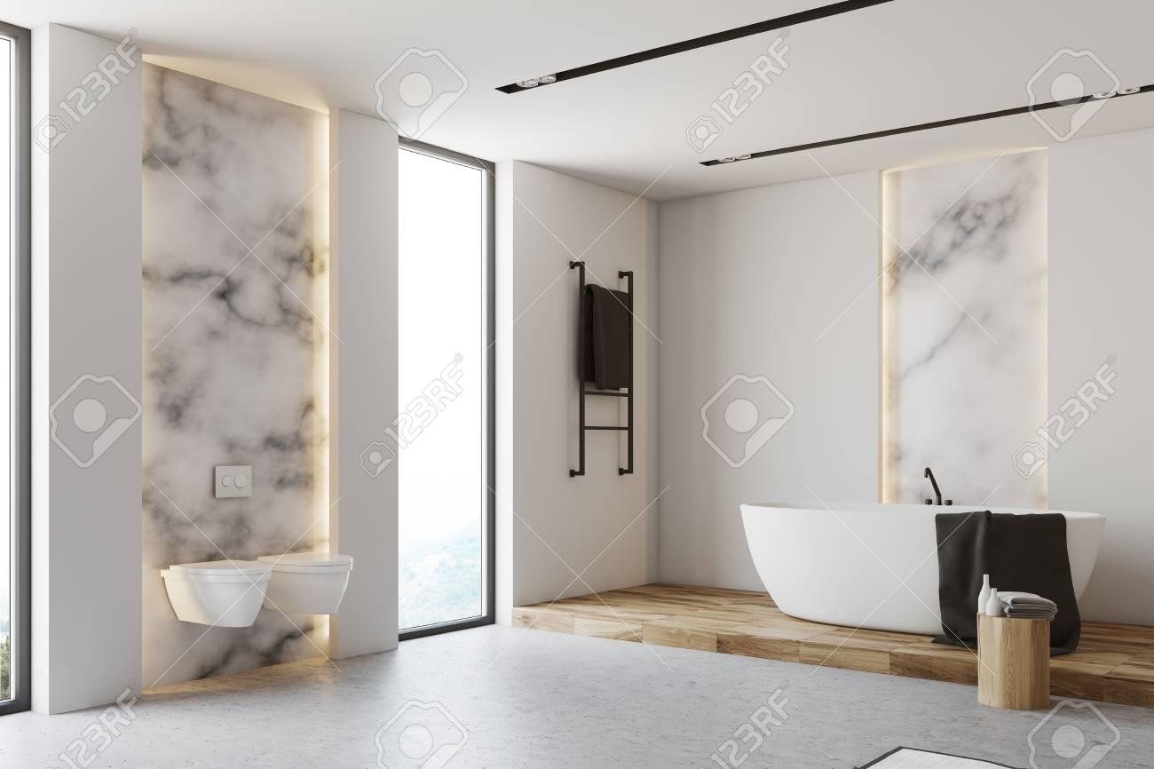 Pavimento Bianco E Grigio : Angolo del bagno bianco e in marmo con un pavimento grigio una