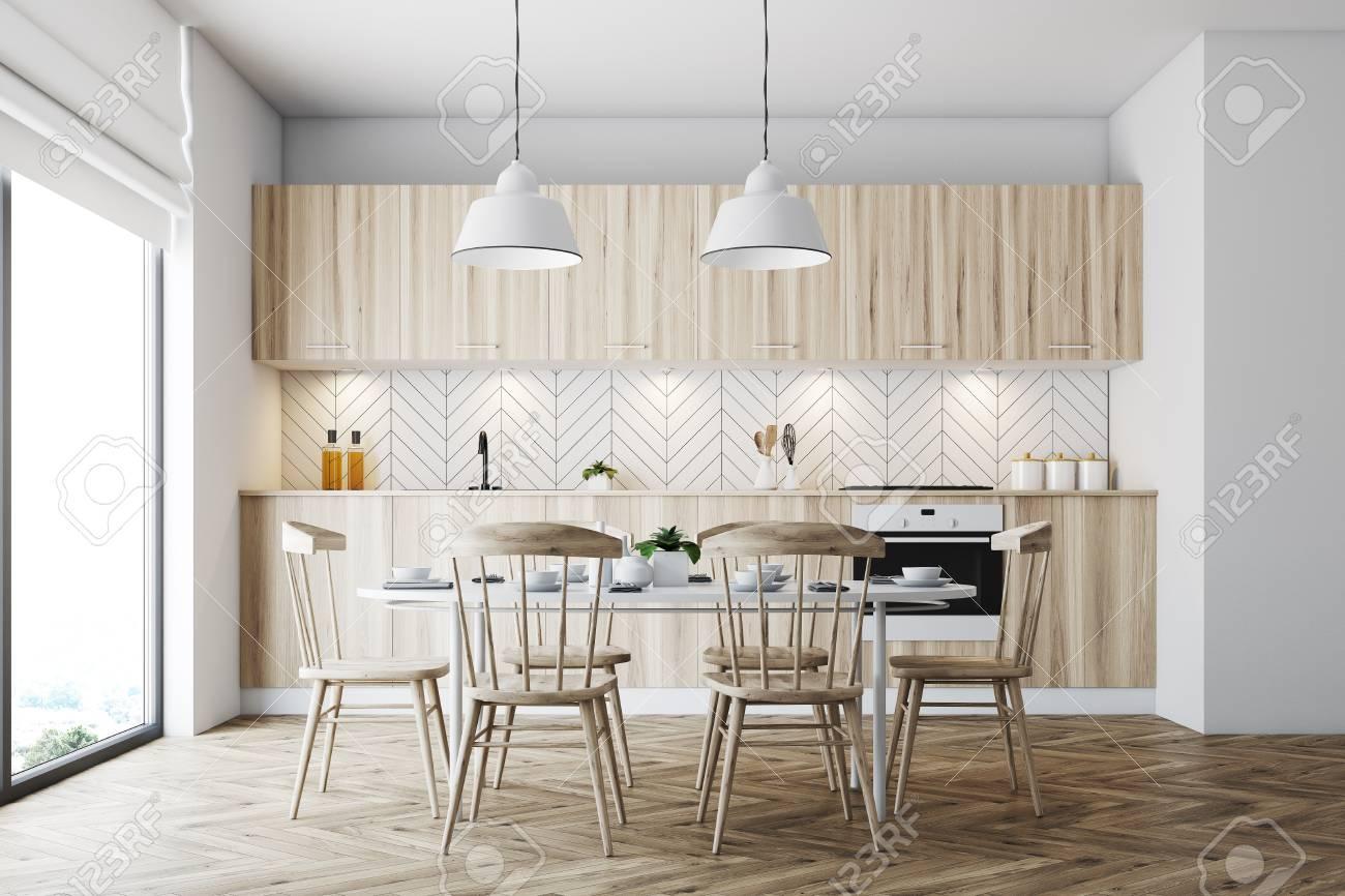 Interior blanco del comedor con una ventana panorámica, un piso de madera y  una mesa blanca con sillas de madera. Simulacro de representación 3D