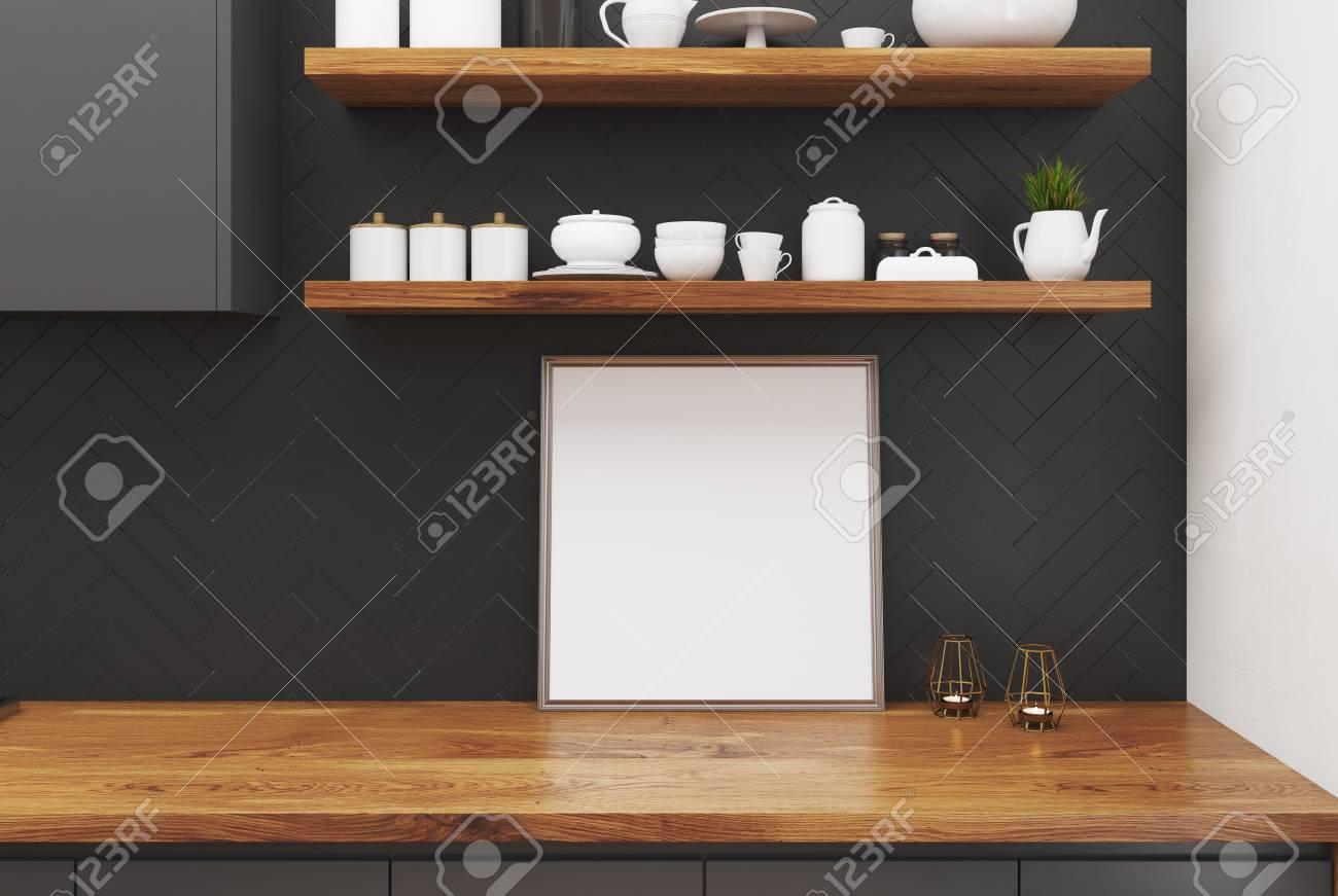 Tavolo Da Cucina In Marmo Nero Con Un Poster Quadrato Incorniciato ...