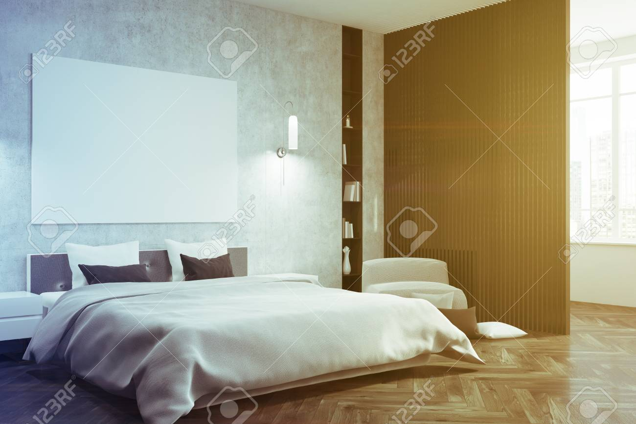 Intérieur de chambre à coucher gris avec un plancher de bois sombre, un lit  de maître blanc, des étagères, un fauteuil et une affiche. Rendu 3d vue de  ...