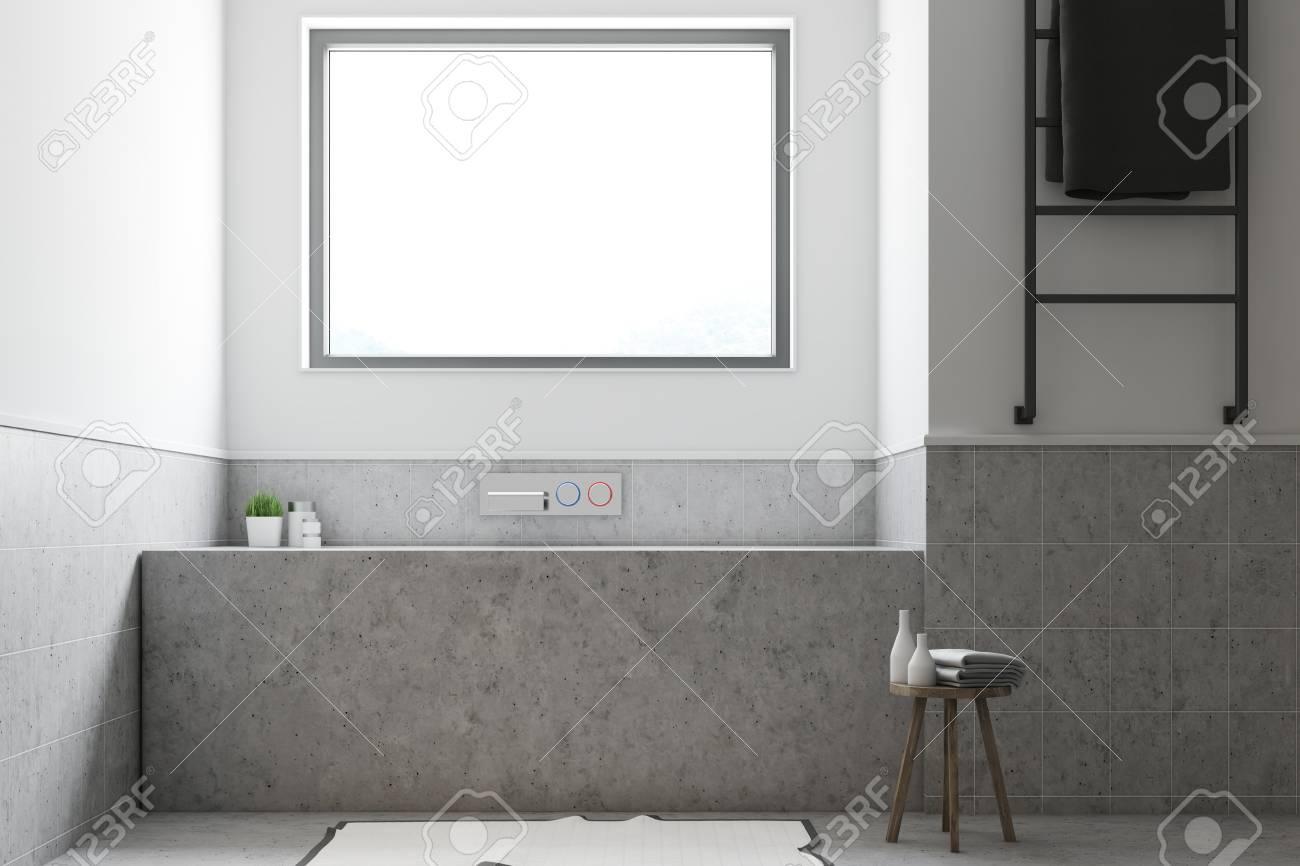 Weisser Und Grauer Badezimmerinnenraum Mit Einem Konkreten Boden Und