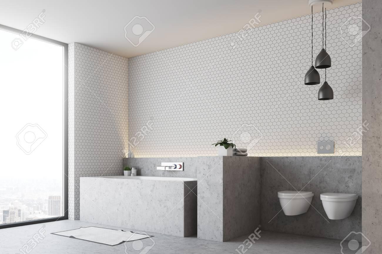 Hervorragend Standard Bild   Weiße Badezimmerecke Mit Einem Grauen Boden Und Einer Grauen  Badewanne Mit Zwei Toiletten Und Einem Panoramafenster. 3D Rendering,  Mock Up