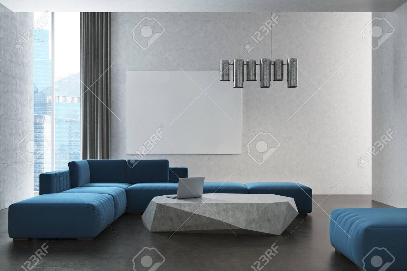 Intérieur De Salon Blanc Avec Un Sol En Béton, Fenêtres Panoramiques Avec  Des Rideaux Gris Et Un Canapé Bleu Près Du0027une Ardoise Comme Une Table Basse.