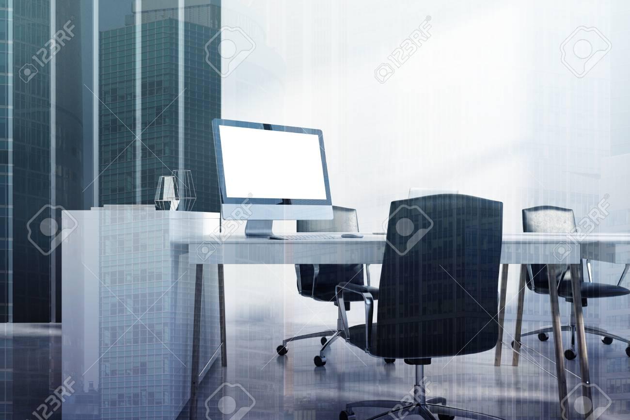 Tavolo Ufficio Bianco : Angolo ufficio bianco e nero con un tavolo da computer bianco un