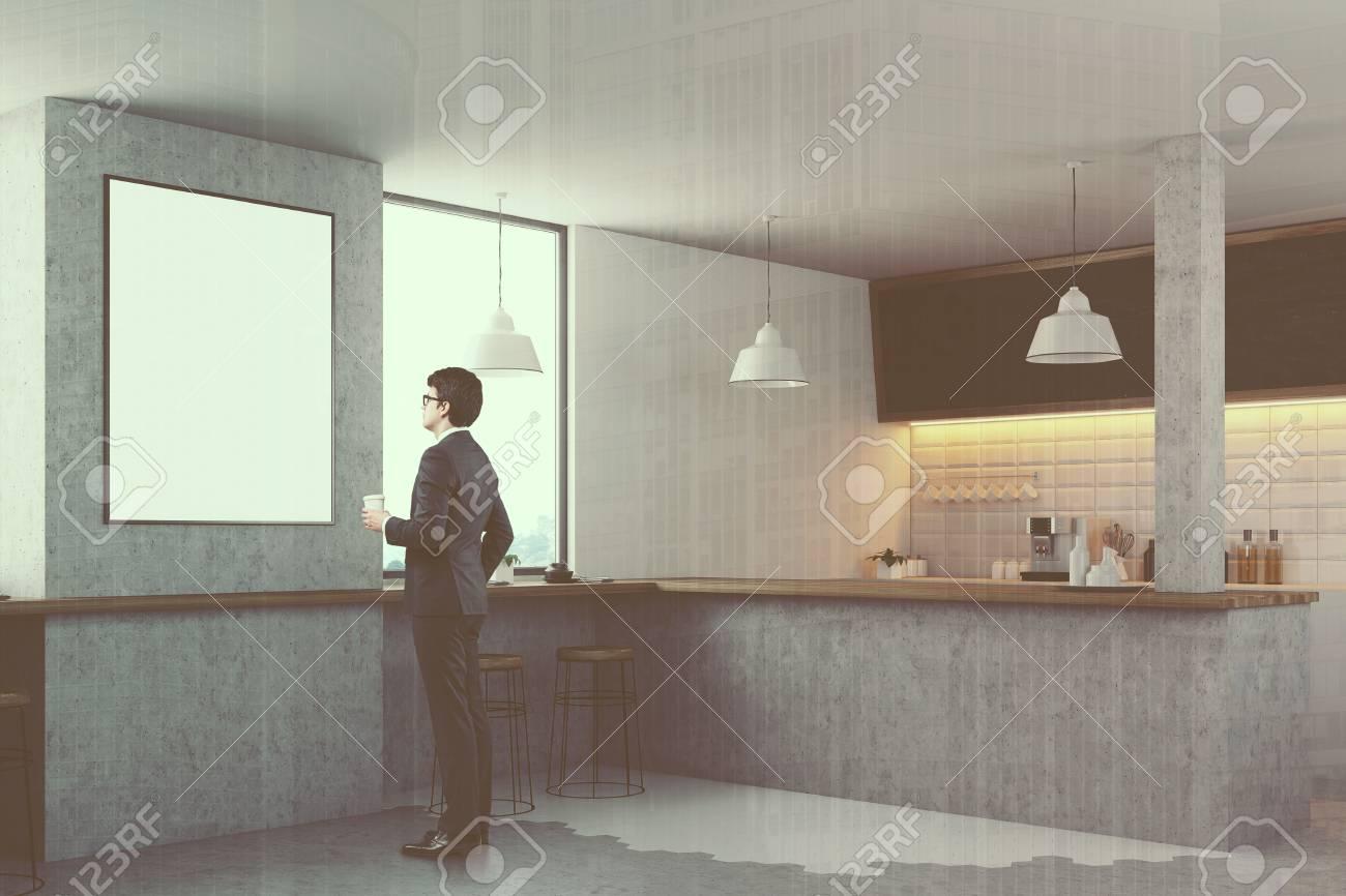 Intérieur De Cuisine Blanc Avec Une Barre Grise, Des Murs Blancs Et  Carrelés, Des Tabourets En Bois, Des Chaises Blanches, Des Tables Carrées  Et Un Sol En ...