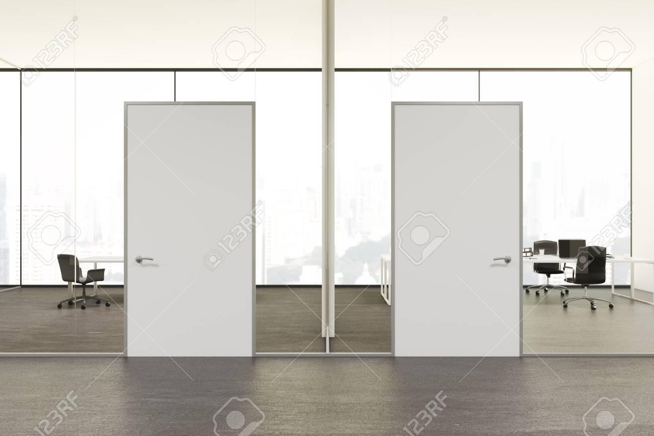 Intérieur de bureau blanc et vide bureau intérieur avec un sac en
