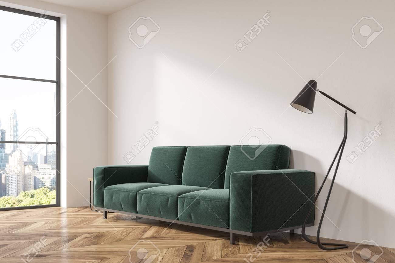 Soggiorno Con Divano Grigio Scuro interno grigio del soggiorno con pavimento in legno, un morbido divano  verde scuro e un caffè talbe. una vista laterale rendering 3d mock up
