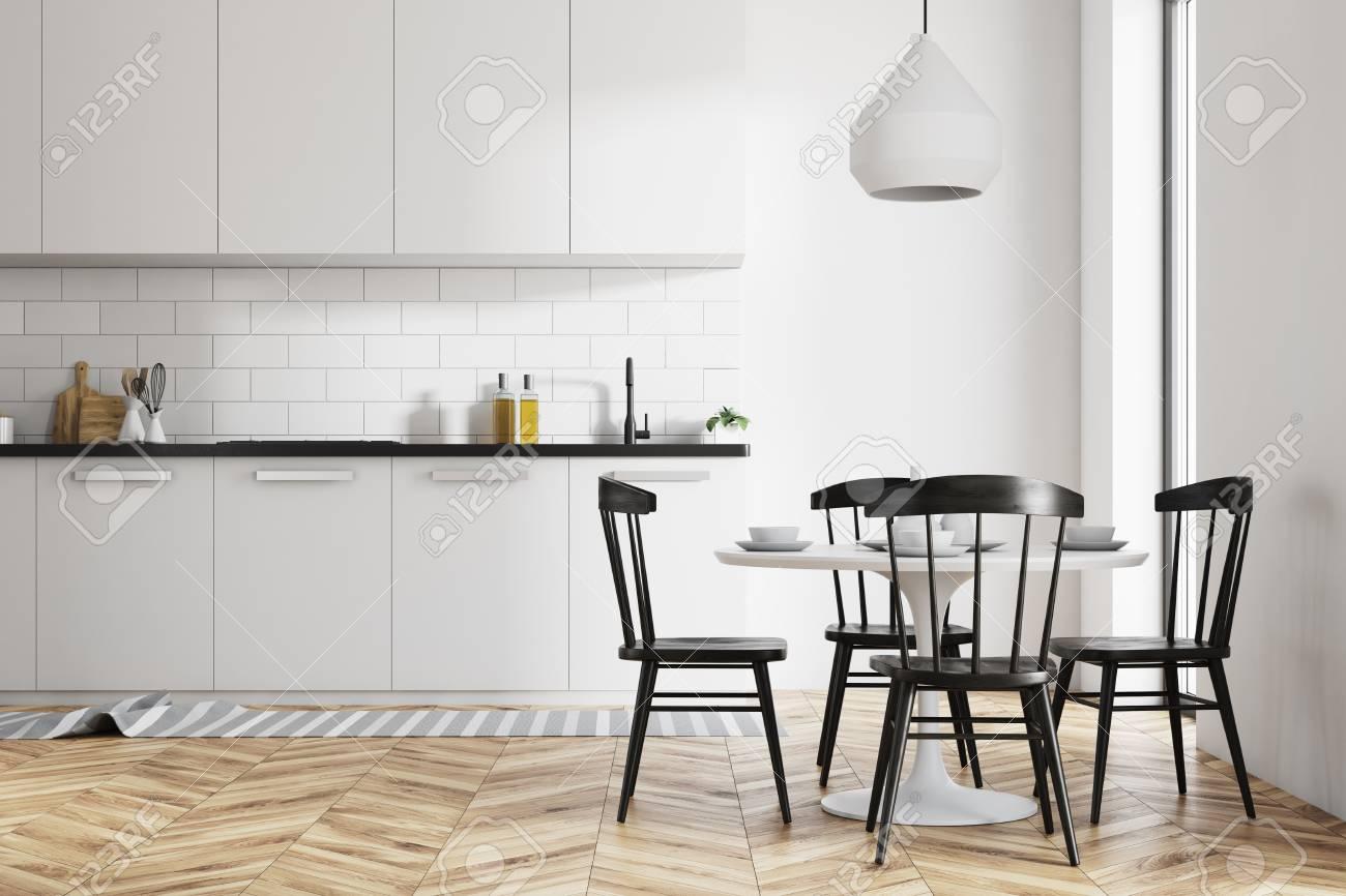 cocina con sillas negras