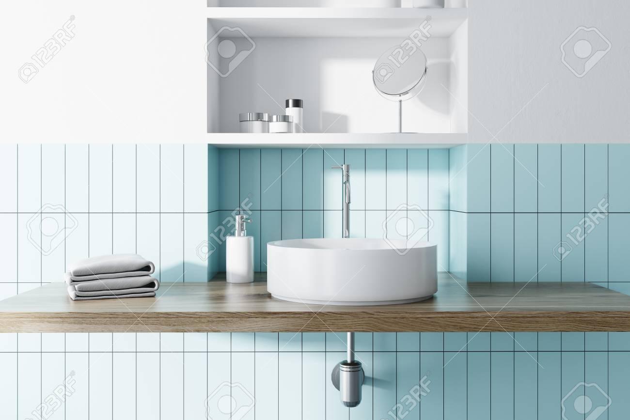 VIer rond dans un carrelage bleu et salle de bains blanche avec des  étagères de gaz bleu derrière le rendu 3d render maquette