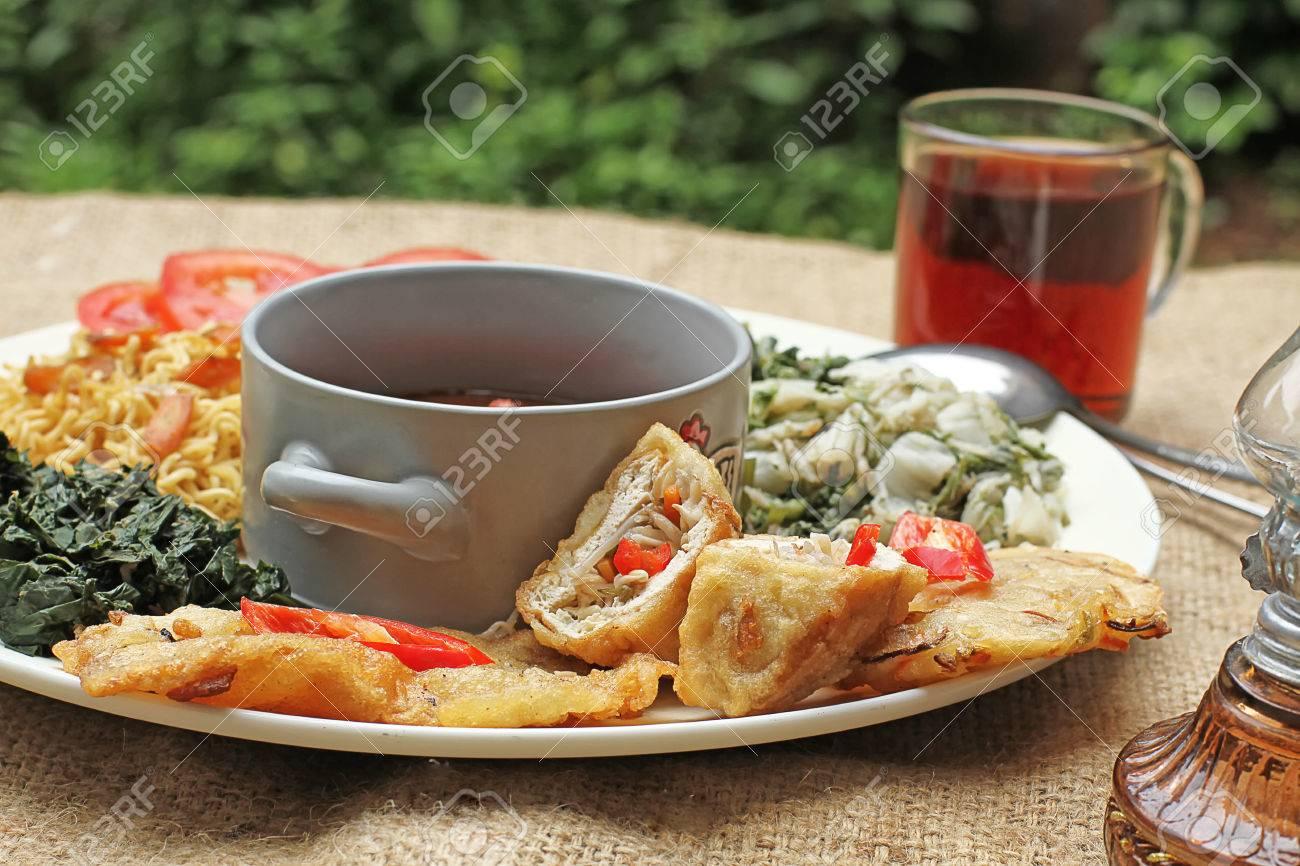 pecel マディウン インドネシアの野菜サラダ ロイヤリティーフリー