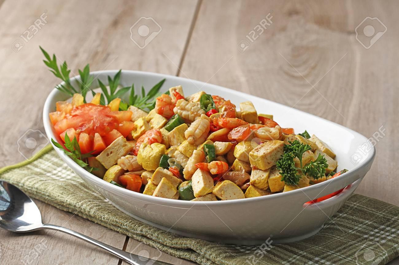 indonesische küche, tumis tahu udang cumi, tofu, garnelen und