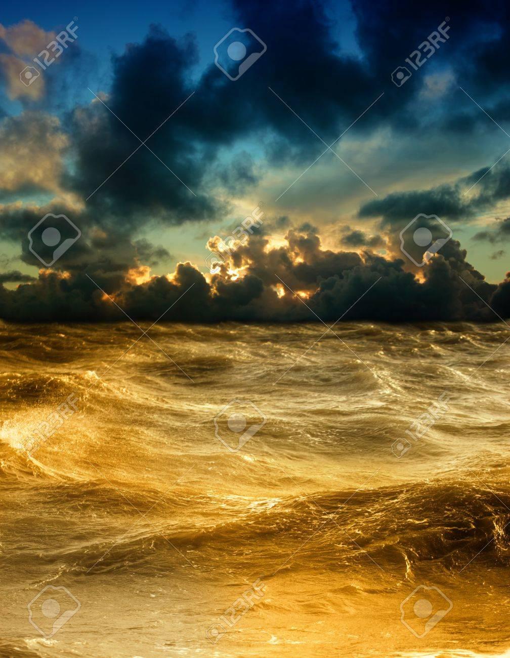 Storm - 14347780