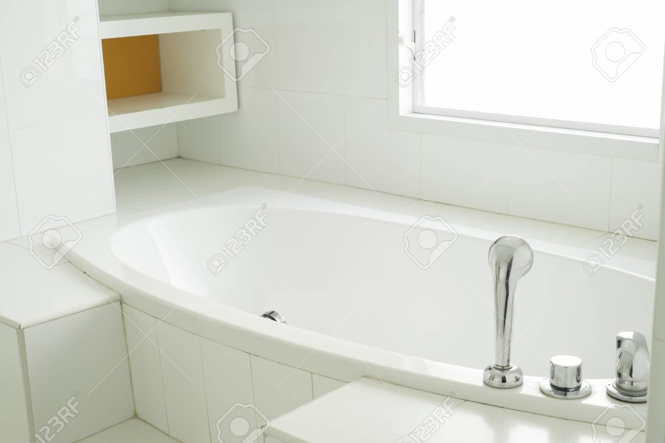 Vasca Da Bagno Moderne : Home decor arazzo da parete spaziosa e mattonelle bianco brillante