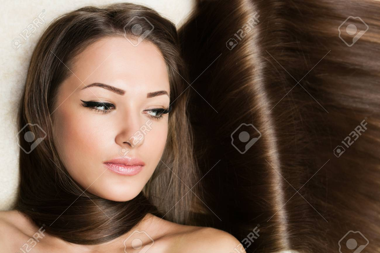 Beautiful Woman with Healthy Long Hair Stock Photo - 17753100