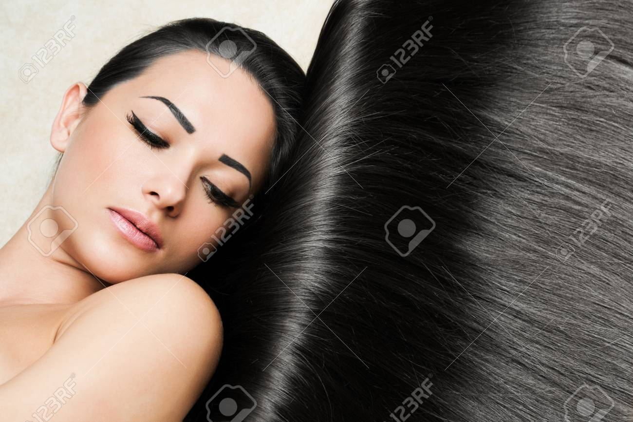 Beautiful Woman with Healthy Long Hair Stock Photo - 17751822