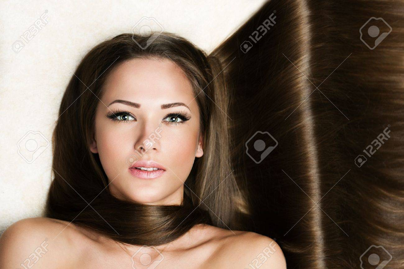 Beautiful Woman with Healthy Long Hair Stock Photo - 17751787