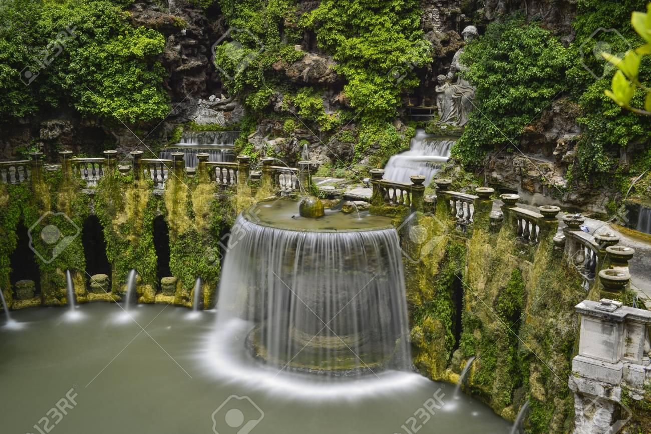Waterval In Tuin : Waterval en tuin van de villa van kardinaal ippolito d `este tivoli