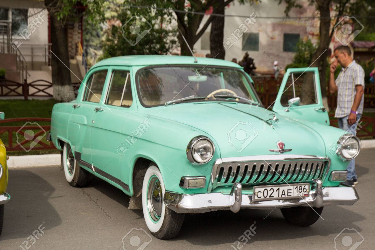 Ancienne Voiture très belle voiture ancienne avec une vue de l'intérieur au festival