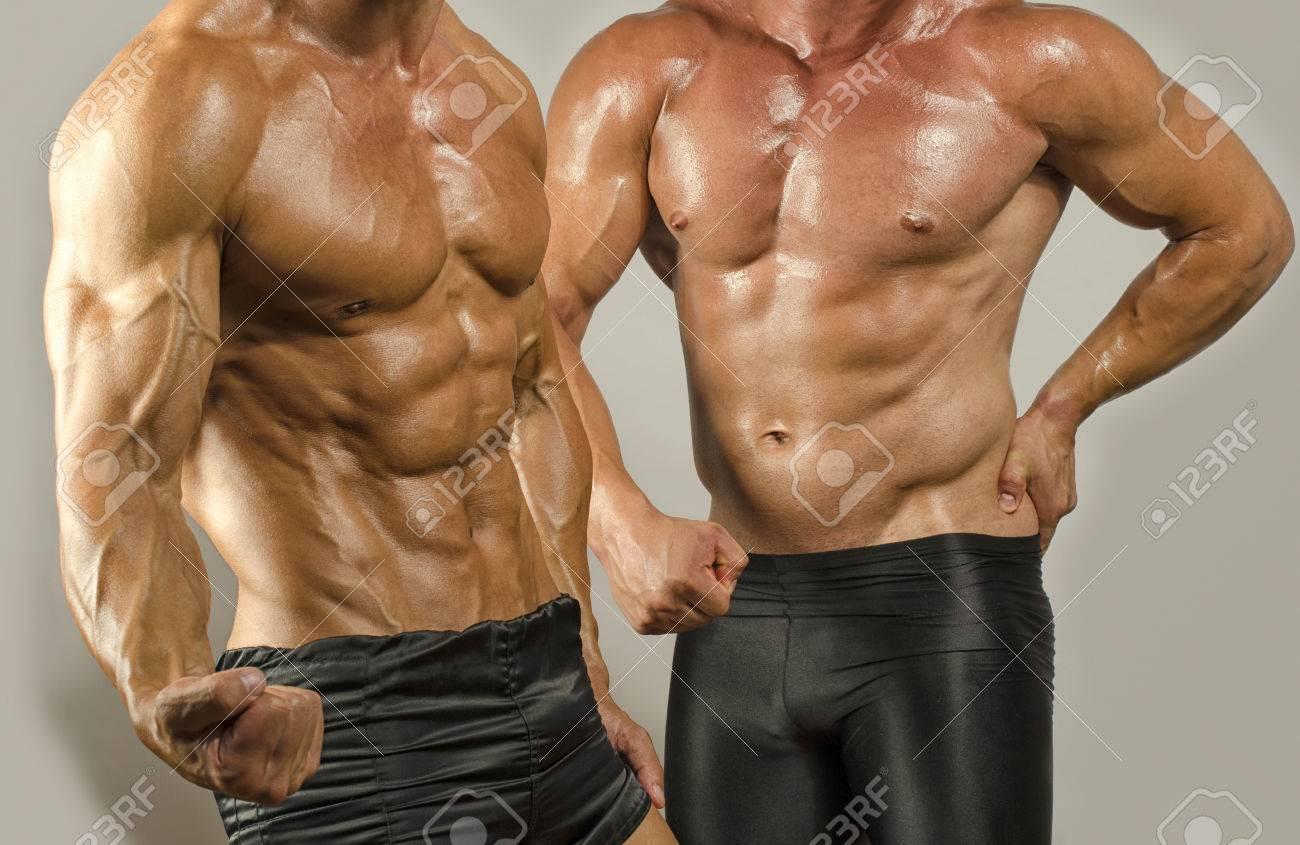 Fit Körper Gegen Körper Fett, Muskeln Zeigen. Zwei Männer, Die Ihre ...