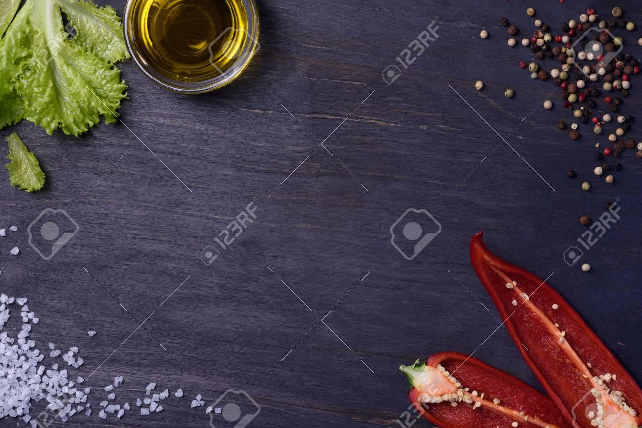 Salat Mit Gewürzen Zutaten - Gewürze, Paprika, Olivenöl Und Salz ...