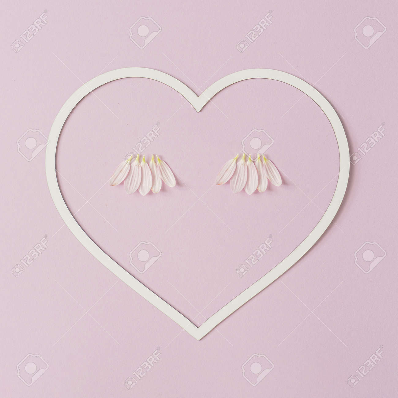 Heart shape copy space with pink daisy flower petals as eyelashes. Valentines or woman's day background design. Minimal flat lay nature. - 162580156