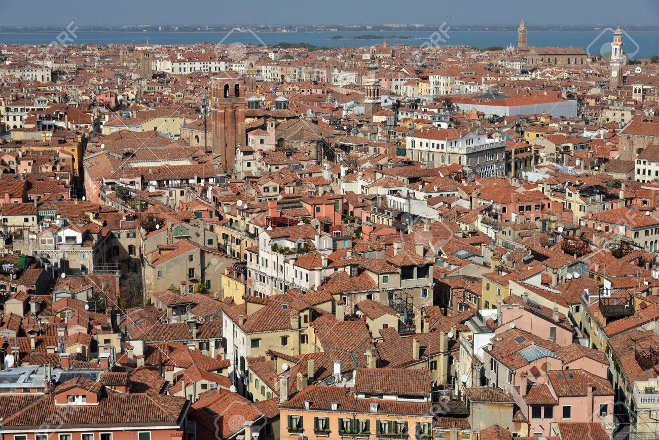 イタリア、ベニス。上空からの都市の眺め。 の写真素材・画像素材 ...