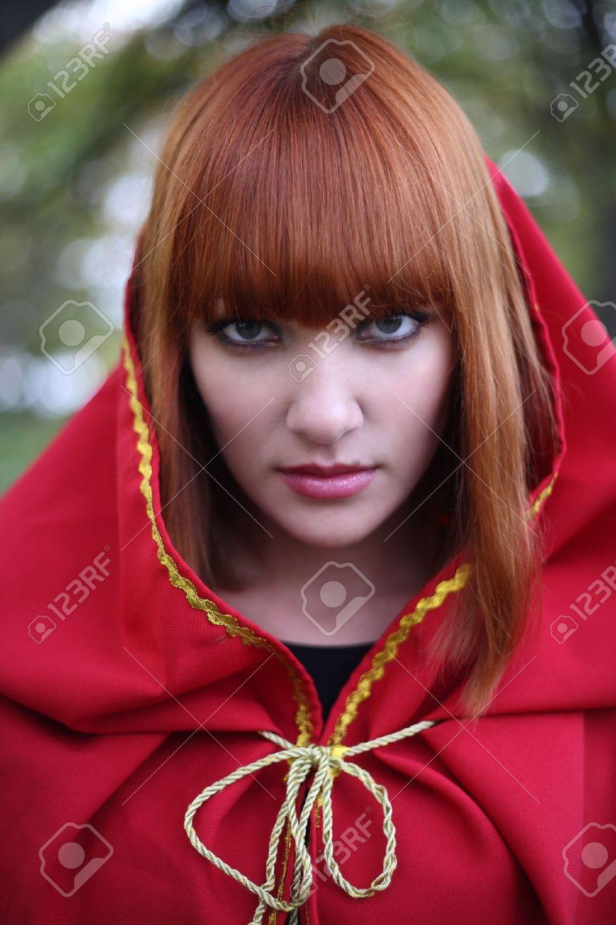 Рыжая в красном платье фото 12 фотография