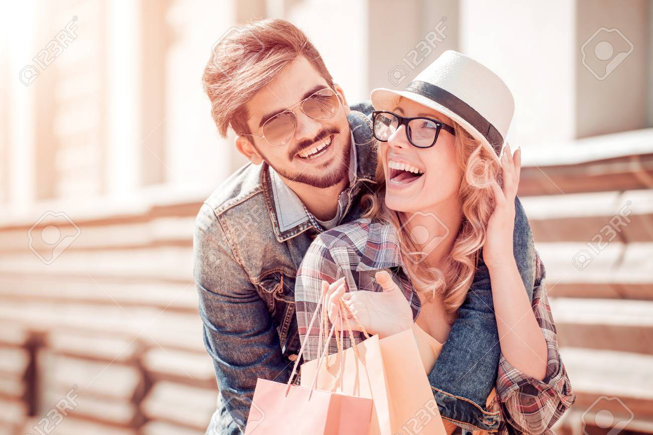 Portrait of a couple with shopping bags. - 120246577