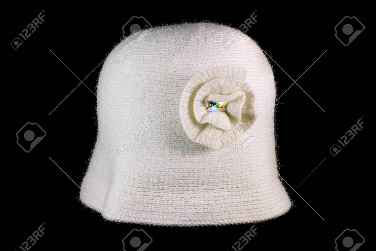 00c63766d Foto de archivo - Sombrero hecho punto de las señoras en un fondo negro