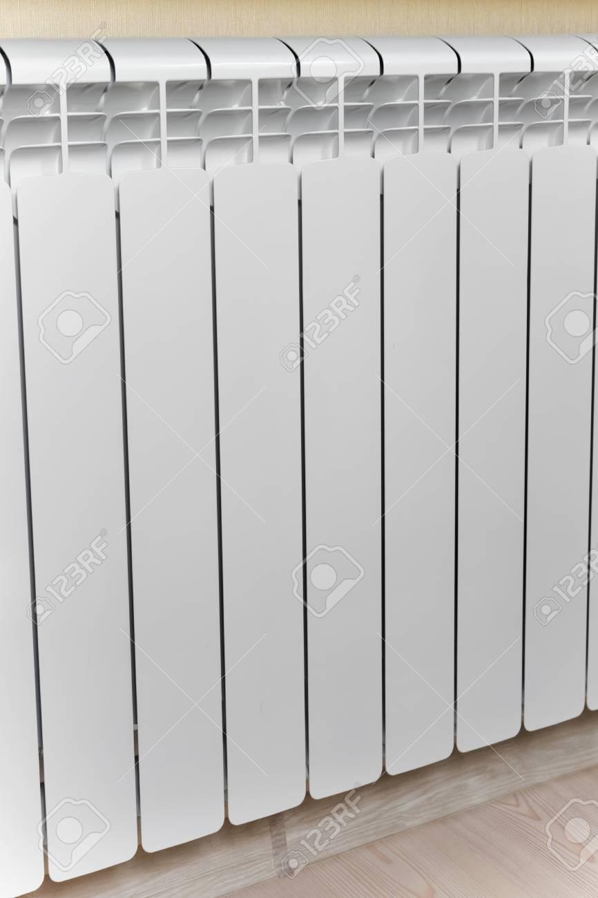 Heizung Weiß Heizkörper Heizkörper Im Wohnzimmer. Lizenzfreie Fotos ...