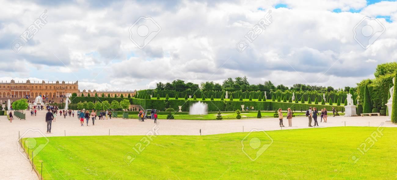 Paleis Van Versailles Tuin.Versailles Frankrijk 2 Juli 2016 Prachtige Tuin In Een Beroemde