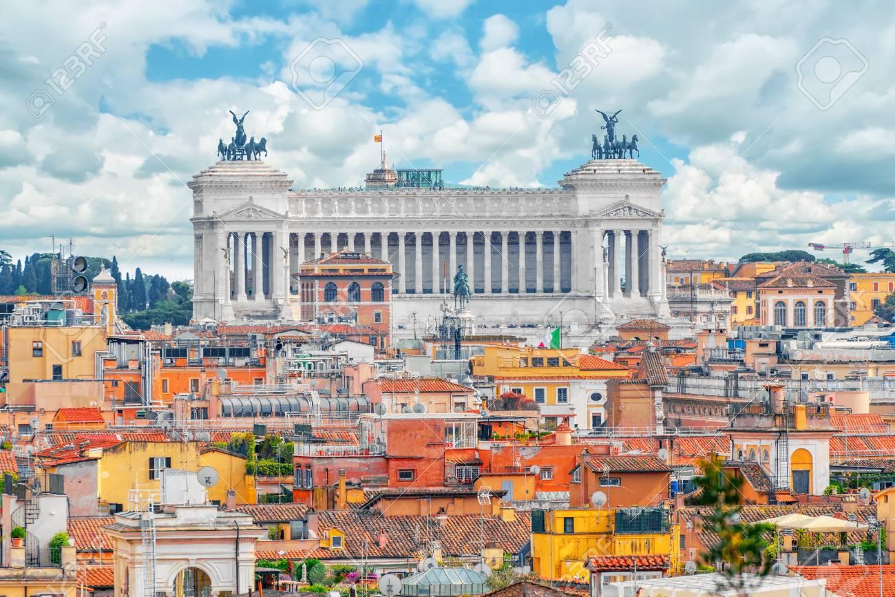 Blick Auf Die Stadt Rom Von Oben, Vom Hügel Von Terrazza Del Pincio ...