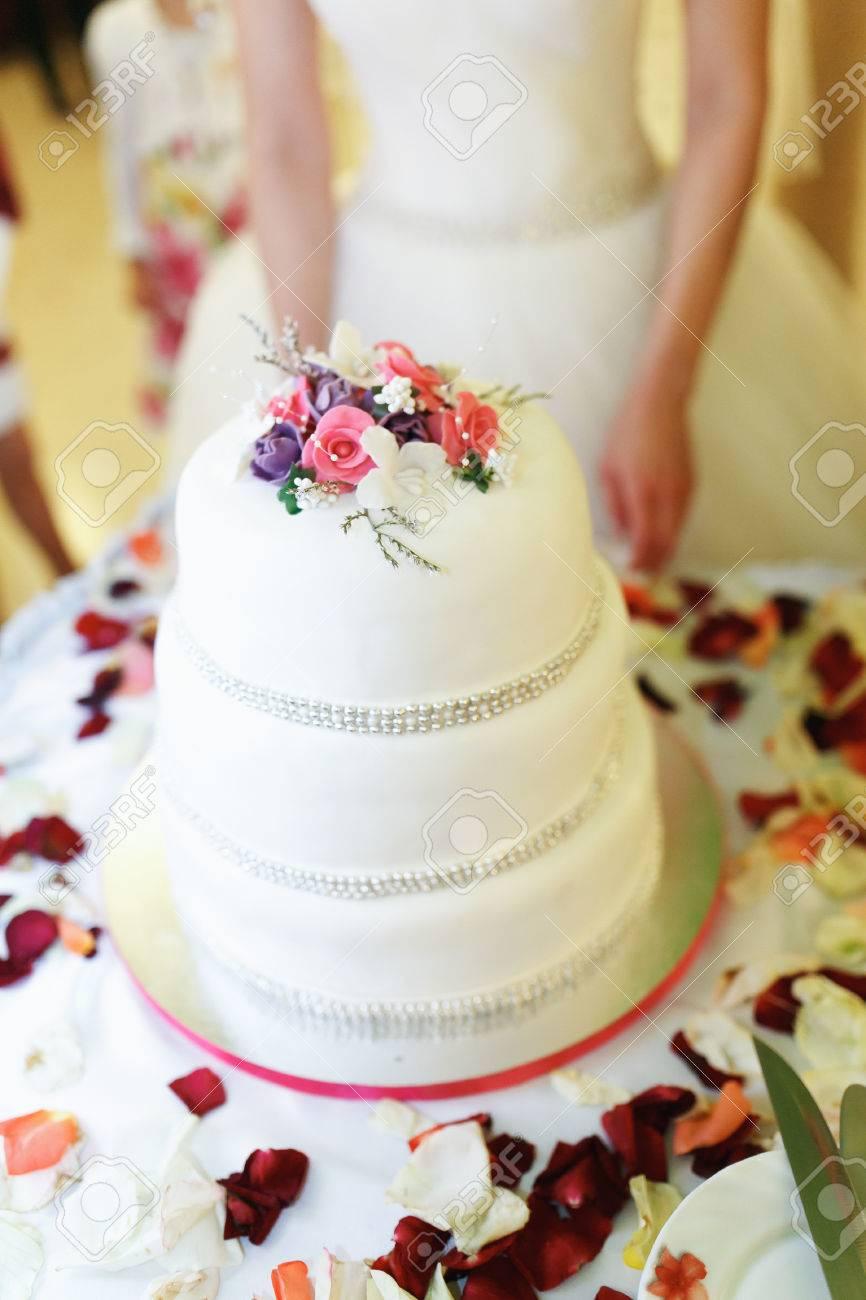 Layered Wedding Cakes - Wedding Cake Flavors