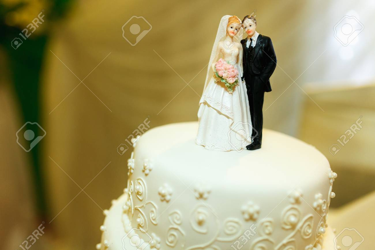 Pretty Figures Of Newlyweds As An Element Of Wedding Cake Decoration ...