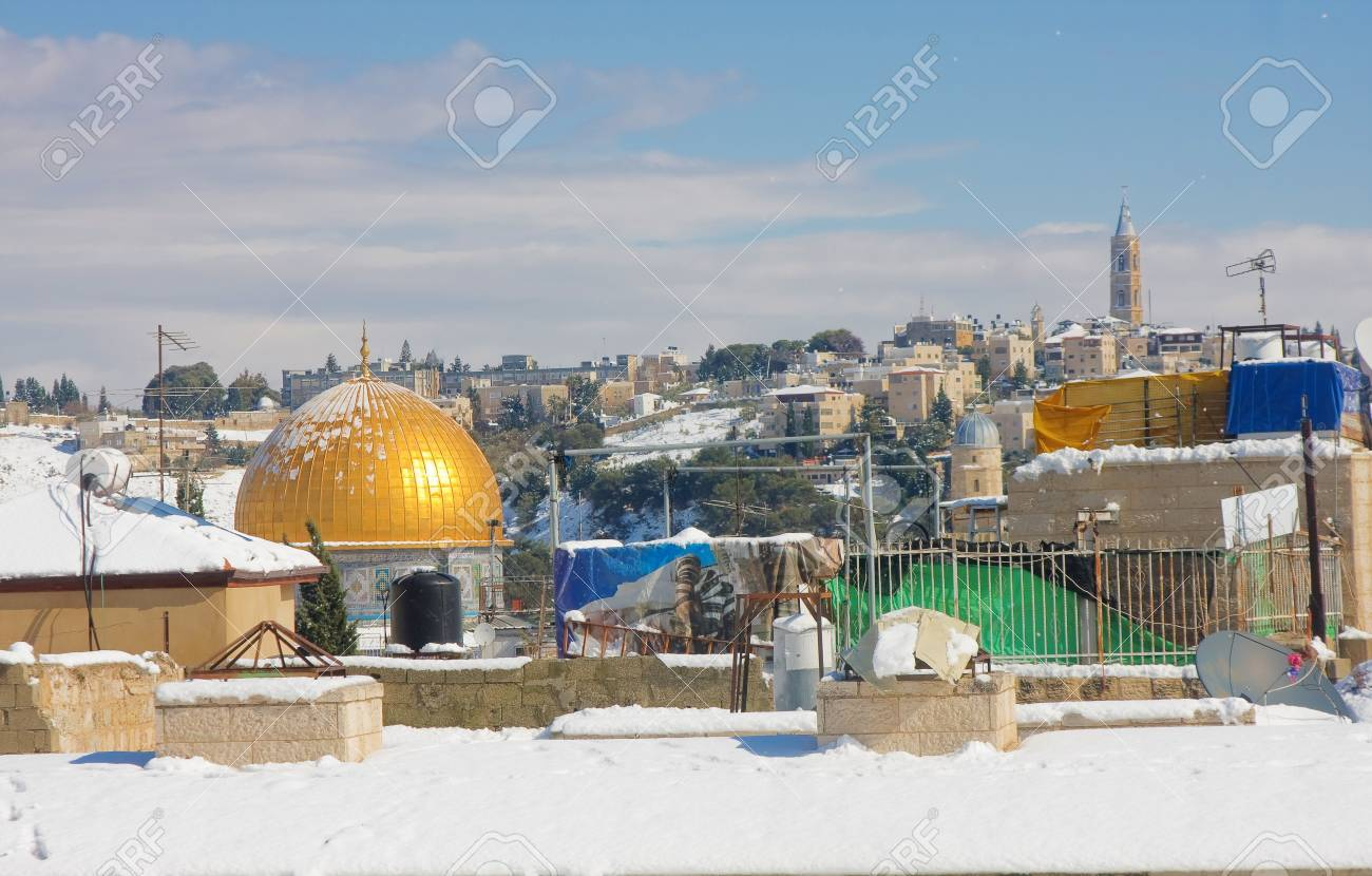 JERUSALEM - JANUARY 10: Rooftops facing the Omar Mosque on the Temple Mount in the Old City of Jerusalem covered in snow after the massive snowfall in Jerusalem, Israel on January 10, 2013 Stock Photo - 17262501