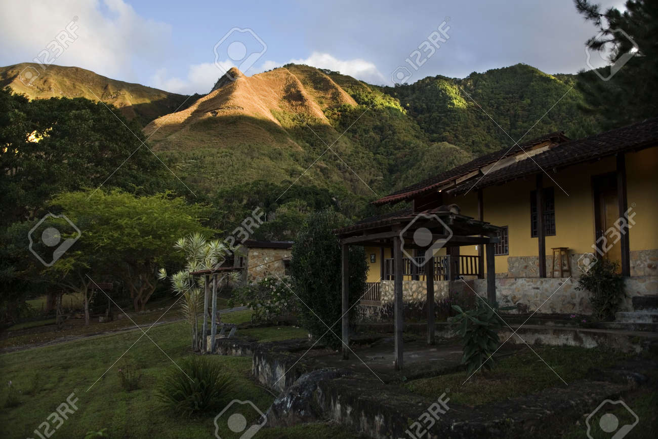 Insel Margarita Venezuela Berge Hugel Wiese Himmel Grun