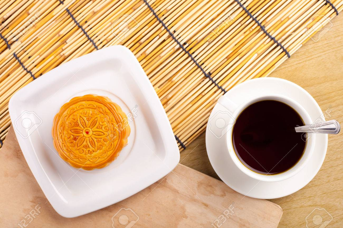 Chinese mid autumn festival foods. Traditional moon cakes on table setting with teacup. Stock : traditional chinese table setting - Pezcame.Com