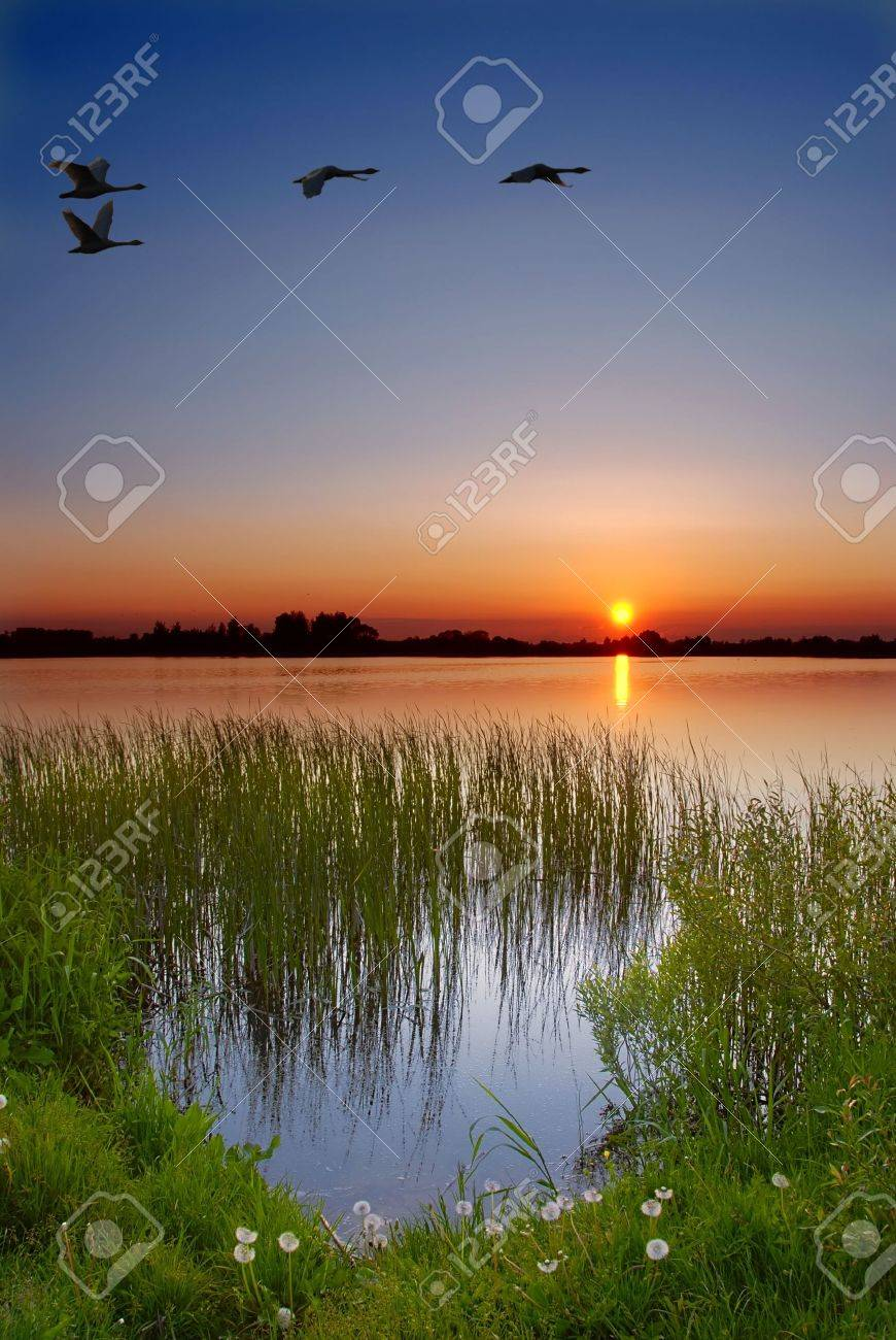 Dusk by the lake Stock Photo - 938568
