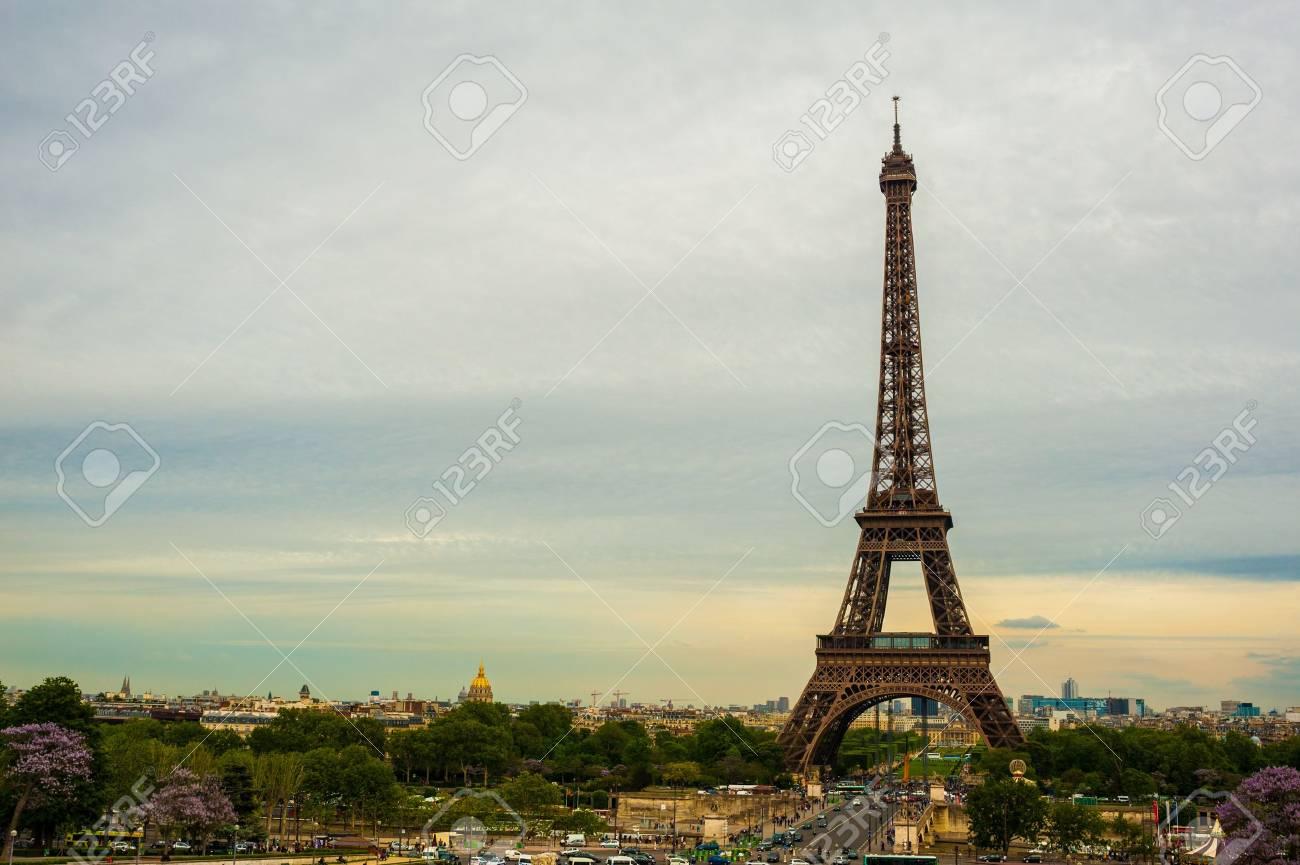 The Eiffel tower Paris Stock Photo - 14151727