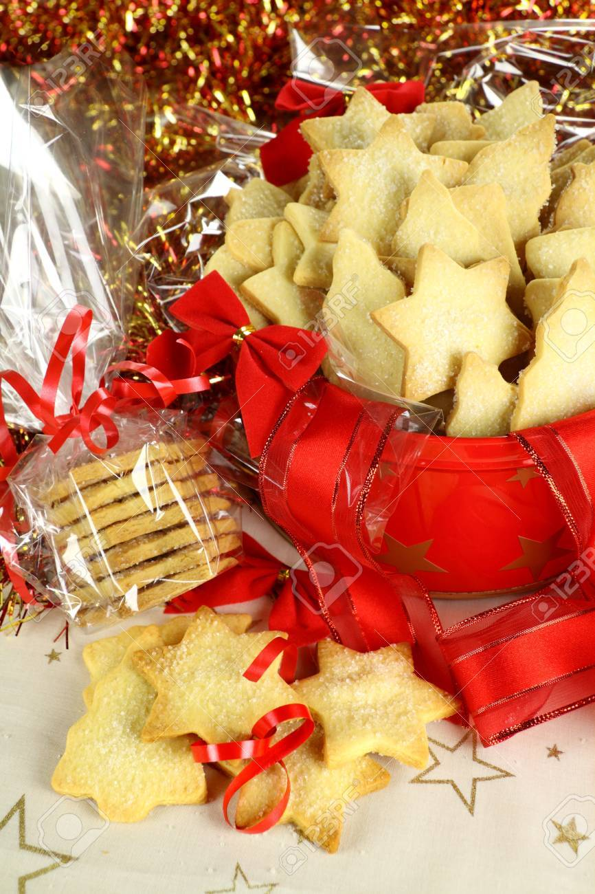 Delicious fresh baked Christmas shortbread wrapped in cellophane and in a Xmas tin. Stock Photo - 7354262